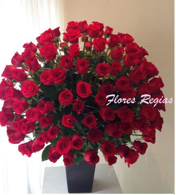 Espectacular de 200 rosas rojas en base alta