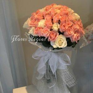 Bouquet 75 rosas en tono rosa y blanco