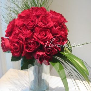 Bouquet en cilindro de 24 rosas rojas