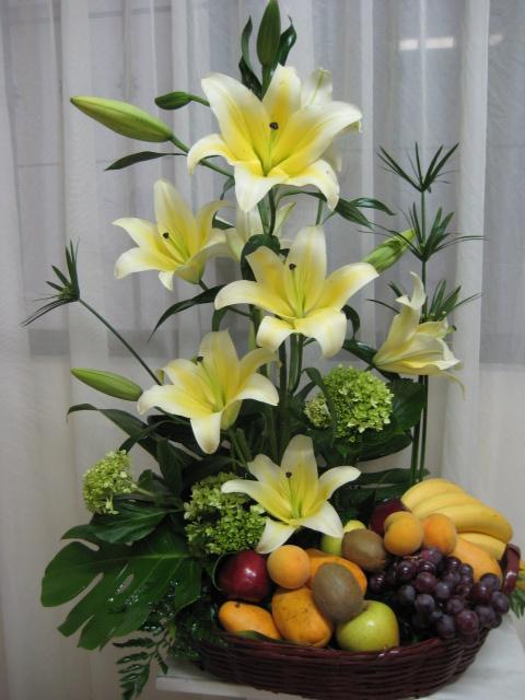 La más elegante. Concador, hortencias y fruta.