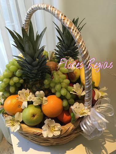 Canasta grande con fruta