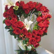 Corazón de 50 rosas rojas