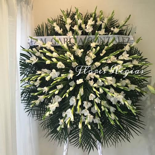 Corona de gladiolas blancas
