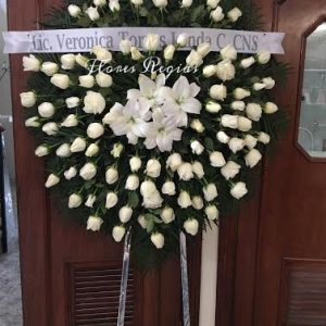 Corona de 75 rosas blancas