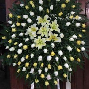 Corona de 75 rosas blacas y amarillas