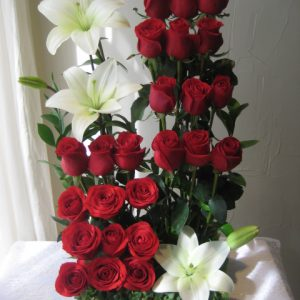 Escalonado 24 rosas rojas