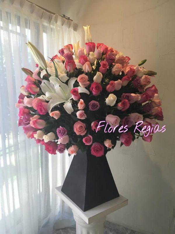 Espectacular 150 rosas rosas con lilis