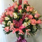 36 rosas rosas combinadas con lilis y astromerias