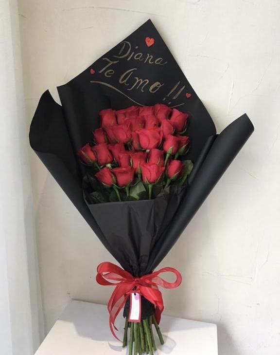 Bouquet De 24 Rosas En Papel Negro Flores Regias